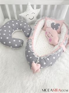 Modastra Baby Nest Gri ve Pudra Model 13 Parça Tam Set Babynest Set Bebek Yuvası Cloud Pillow, Pillow Set, Breastfeeding Pillow, The Doors, Nursing Pillow, Preparing For Baby, Baby Pillows, Baby Play, Baby Crafts
