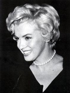 Marilyn Monroe - c.1954 - Joe DiMaggio's gift of pearls - @~ Mlle