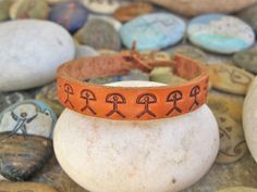 Natural leather Indalo: Man's or woman's leather bracelet featuring lucky Indalo