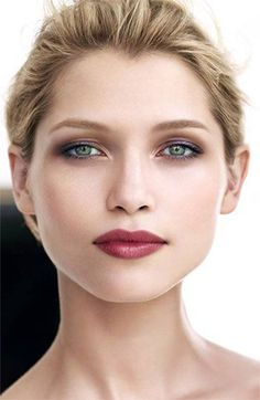 Lips matte + a little purplish eye shadow for green eyes  Clarins Spring - lip color in True Aubergine