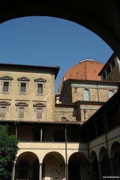 Basilica di San Lorenzo. La cupola vista dal Chiostro dei Canonici, Firenze (Toscana, Italy). - by Silvana, giugno 2014