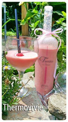 """Avec l'arrivée de l'été, les boissons rafraichissantes se font vite désirées. C'est pour cela que je vous propose ce smoothie """"Tentation"""" composé de pastèque framboises, mais que l'on pourra aussi décliner avec de la fraise et quelques feuilles de menthe...."""