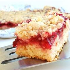 cranberry sauce squares -- Try different fruits or jams to change the flavour. Note, you may replace up to half of the flour with whole wheat flour. Cookie Desserts, No Bake Desserts, Just Desserts, Cookie Recipes, Delicious Desserts, Dessert Recipes, Cookie Bars, Yummy Treats, Sweet Treats