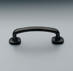 RH's Dakota Wire Pull:Our high-quality hardware is available in a range of distinctive designs.