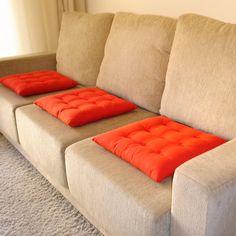 Los cojines son un comodín perfecto para dar un toque diferente al sofá sin apenas gastar