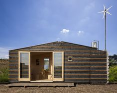Autarkisch wonen in de Tiny TIM Prefab Cottages, Prefab Cabins, Prefab Homes, Tiny House Plans, Tiny House On Wheels, Sustainable Architecture, Modern Architecture, Tiny House France, Modern Barn House