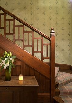 Curved stairs to face front at entry. use oak cove moulding slices for arch detail The hallway decoration pictures below are outcomes of our complete . Craftsman Staircase, Craftsman Interior, Craftsman Style Homes, Craftsman Bungalows, Craftsman Decor, Arts And Crafts Interiors, Arts And Crafts Furniture, Arts And Crafts House, D House