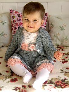 """Szydełkowe i na drutach ubranka dla dzieci: Wiosenna szydełkowa sukienka """"Daria"""" z bolerkiem i czapeczką dla rocznej dziewczynki"""
