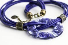 Collar Arya Accesorios en vidrio y cuero Fused glass  and leather accesories Necklace by Cristálida www.cristalida.com