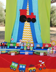 TRAIN Birthday Party Train Photo Booth Props por KROWNKREATIONS