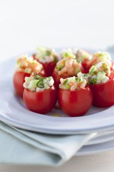 Cherry tomatoes with shrimp Healthy And Unhealthy Food, Healthy Snacks, Brunch, Good Foods To Eat, Snacks Für Party, Tasty Bites, Appetisers, Love Food, Food Inspiration