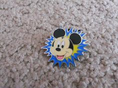 Disney Pin Mickey Mouse Starburst *FREE SHIPPING*