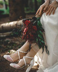 Vh Muslimah Wedding Dress, Wedding Hijab, Modest Wedding Dresses, Wedding Poses, Wedding Photoshoot, Wedding Couples, Wedding Hairstyles With Crown, Wedding Dress Silhouette, Wedding Rituals