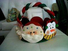 Canastas navideñas Mary Christmas, Christmas Bags, Christmas Stockings, Felt Christmas Decorations, Whimsical Christmas, Holiday Decor, Diy And Crafts, Christmas Crafts, Christmas Ornaments