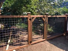 Diy Garden Fence, Backyard Fences, Backyard Landscaping, Garden Gates And Fencing, Diy Dog Fence, Fenced Garden, Outdoor Fencing, Fence Gates, Fence Art
