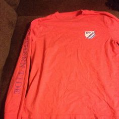 Southern tide long sleeve This beautiful long sleeve t-shirt will be a great Christmas gift! This is a coral color. I apologize for the blurriness. Ships the same day! Vineyard Vines Tops Tees - Long Sleeve