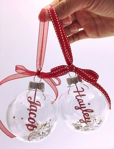 Personalized Christmas Bauble Decoration filled with stars and snowflake confetti - Customized Christmas Ornament with name Vinyl Ornaments, Ornament Crafts, Diy Christmas Ornaments, Christmas Balls, Christmas Projects, Holiday Crafts, Christmas Decorations, Etsy Christmas, Red Christmas
