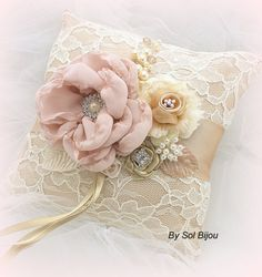 Ring aan toonder Pillow ivoor Tan Beige Champagne door SolBijou