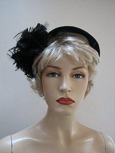 VINTAGE LADIES 1940's BLACK FELT STRADDLE HAT w/ POM POM FEATHERS 1617