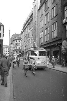 Se billederne: Sådan så Strøget ud i gamle dage - Byliv Back In Time, Vintage Love, Good Old, Copenhagen, Old Photos, Fun Facts, Scenery, Street View, In This Moment