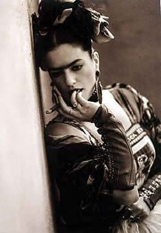 I can't tell if this is really Frida Kahlo or a model doing a modern interpretation of her. I like it, either way.