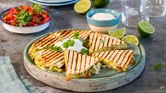 Recipe for Grilled Avocado Quesadillas Quesadillas, Chen, Grilled Avocado, Quesadilla Recipes, Frisk, Creative Food, Camembert Cheese, Nom Nom, Side Dishes