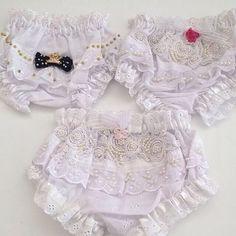 💕Para as Princesinhas... Calcinha bunda rica. Muito fofas!!! 💕 #babydeluxe#calcinha#bundarica#princess#bordada#pérolas#enxoval