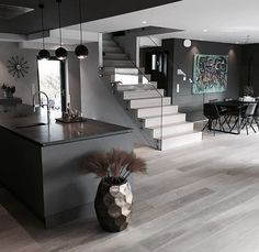 Shared by HB. Find images and videos about home, house and interior on We Heart It - the app to get lost in what you love. Home, Interior Architecture, Modern House Design, Modern House, House Styles, House Inspiration, House Interior, Home Deco, Stairs Design