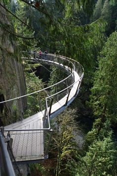 I visited and walked through the treetops on a visit to Vancouver in Sept Rainforests of the Pacific Northwest are some of the world's most gorgeous natural scenery. especially from 230 feet up, on Vancouver's popular Capilano Suspension Bridge. Sunshine Coast, Places To Travel, Places To See, Voyage Canada, Bridge Design, Natural Scenery, Canada Travel, Adventure Is Out There, Pacific Northwest
