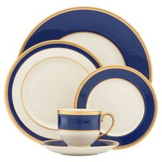 Treat your dinner guests like royalty with Independence fine china. Independence dinnerware is crafted to resemble our privately commissioned china, with opulently etched gold borders featuring tiny stars.