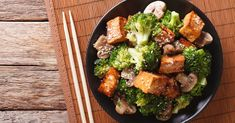 Perfect for your light dinner: 3 protein-rich recipes- Perfekt für euer leichtes Abendessen: 3 eiweißreiche Rezepte If you want to lose a few kilos, you should rely on protein-rich dishes. They are delicious, make you full for a long time AND slender … - Protein Desserts, Protein Rich Foods, Healthy Protein, Broccoli Tofu, Mushroom Broccoli, Best Protein Shakes, Chinese Vegetables, Clean Eating, Beef Recipes