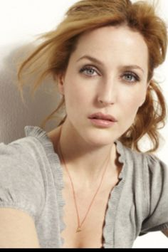 Gillian Anderson - one of my favorite actresses right now! And I've been told I look like her