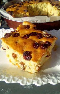 """Η Συνταγή είναι από κ.  Tzeni Tsanaktsidou  – """"ΑΓΑΠΑΜΕ ΜΑΓΕΙΡΙΚΗ!!!!! ΑΓΑΠΑΜΕ ΖΑΧΑΡΟΠΛΑΣΤΙΚΗ!!!!!!""""      Μια εύκολη συνταγή για κέικ με σταφίδες που θα το λατρέψετε. Ιδανικό σνακ για όλες τις ώρες της ημέρας!    ΥΛΙΚΑ:  5 αυγα,  1 Greek Sweets, Greek Desserts, Greek Recipes, Eat Greek, Cake Cookies, No Bake Cake, Delicious Desserts, Cake Recipes, Bakery"""
