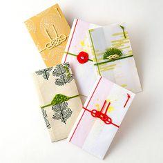 【東京松屋】ご祝儀袋 Japanese Colors, Japanese Design, Japan Package, Red Packet, Cookie Packaging, Jewelry Knots, Mini Things, Craft Work, Diy Cards
