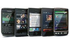 due terzi degli italiani ha uno smartphone, due terzi degli italiani connessi in qualunque momento e in qualunque luogo