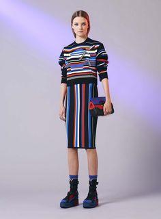 Sporty stripes at Versace. Listras coloridas