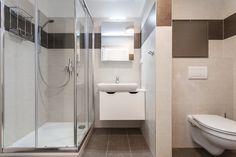 Byt ke krátkodobým pobytům turistů v Praze Home Remodeling, Toilet, Bathtub, Bathroom, Ideas, Standing Bath, Bath Room, Bath Tub, Litter Box