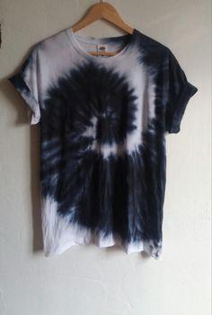 Die schwarze Schlange Tie Dye Shirt schwarze Mode von SpacyShirts