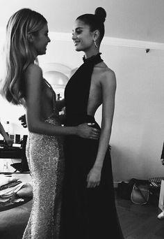 #friends #frendz #dress #glitters #famous #fashion #skinny #models #frendzontour #jewellery #trend #goals #dresses