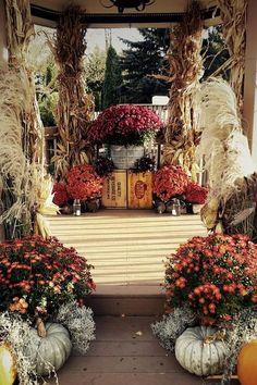 Halloween Fall wedding altar / http://www.himisspuff.com/halloween-wedding-ideas/6/