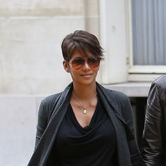Halle Berry has ditched her signature spikes for a softer side-swept haircut, and it's W-O-R-K-I-N-G for her. See? No spikes! Not a single one is sight! Yes, it's a softer style for our Halle, as she's gone longer on top. And the kind of wavy texture she's got going on here keeps the cut looking fresh and cool. It's a lovely change, don't you think? Photos: KCS Presse / Splash News