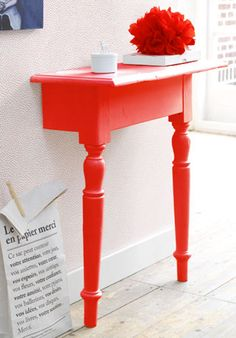 créer une console par la transformation d'une table en bois coupée en 2 et peinte en rouge