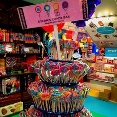 Dylans Candy Bar Nyc, Aunt Betty, Dylan's Candy, Candy Display, Rainbow Candy, Toy House, Chocolate Sweets, Candy Bouquet, Candyland