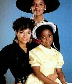 Phylicia Rashad, Debbie Allen, and Keshia Knight-Pulliam~ Polly Keisha Knight Pulliam, Black Sistas, Phylicia Rashad, Debbie Allen, Black King And Queen, The Cosby Show, Coloured People, Vintage Black Glamour, American Legend