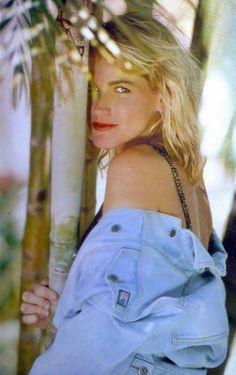 80s And 90s Fashion, Madonna, Kristen Stewart, Retro, Nostalgia, Crop Tops, Show, Stars, Entertainment