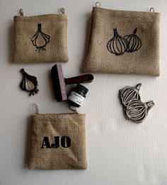 Love the little jute bags. Stamp Printing, Printing On Fabric, Screen Printing, Stencil Diy, Stencils, Eraser Stamp, Stamp Carving, Handmade Stamps, Linoprint