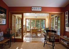 Image from http://www.stonewoodcommunity.com/gallery/sunrooms/sunroom3.jpg.