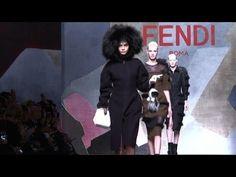 Fendi déploie des drones pendant son défilé de mode à Milan