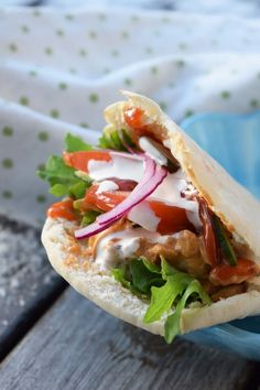 Pork fillet tube in pita bread (Smaskelismaskens)-Fläskfiléröra i pitabröd (Smaskelismaskens) Pita bread is always najs to fill with something good … - Brunch Recipes, Healthy Dinner Recipes, Vegetarian Recipes, Healthy Breakfasts, Love Food, A Food, Food And Drink, Vegan Meal Prep, Vegan Thanksgiving