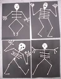 Halloween art skeleton Art: With a black piece of construction paper folded into quadrants, children can glue q tips down to make a dancing skeleton with different facial expressions Halloween Crafts For Kids, Halloween Art, Halloween Themes, Fall Crafts, Holiday Crafts, Arts And Crafts, Paper Crafts, Holiday Activities, Art Activities